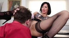 Busty cougar in black lingerie Veronica Avluv gets hammered by Mr Pete