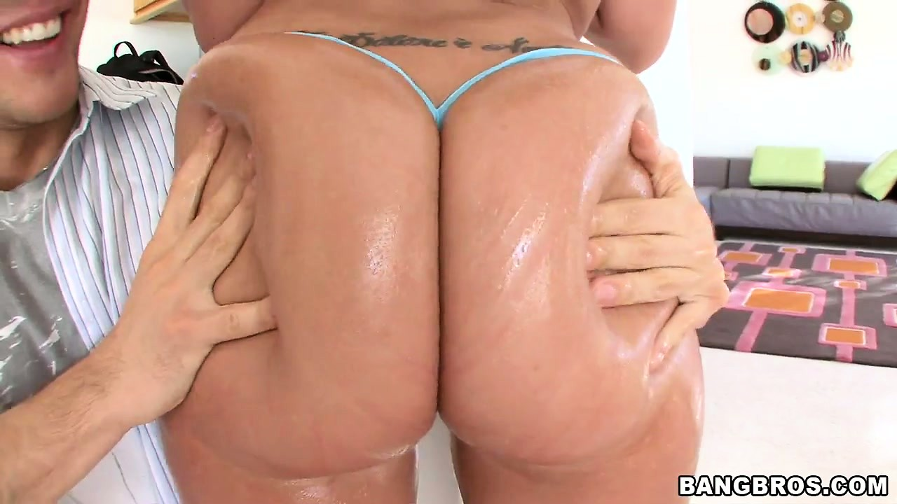Nice Tits Tube kelly divine shows off her big ass, nice tits and gets oiled